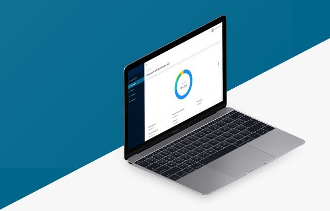 Un ordinateur affichant l'espace client web développé par Sysentive pour Cryptobjectif.