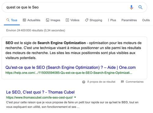 """Capture d'écran d'un exemple de featured snippet pour la recherche """"Qu'est-ce que le SEO?""""."""