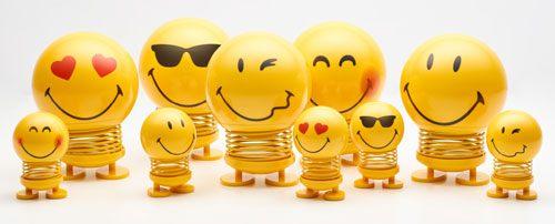 Différentes émotions sur les visages des Smiley